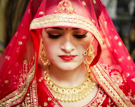 FIVE-ACRE-RESORTS-BRIDE-GETTING-READY-AT-FATEHABAD-WEDDING-PHOTGRAPHY