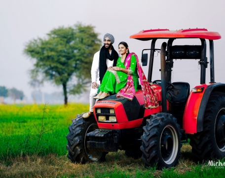 TRACTOR-SHOT-COUPLE-PREWEDDING-SIRSA